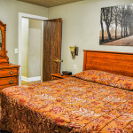 king bed in secluded room