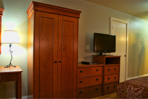 Hotel rooms in Ashland with flatscreen TVs