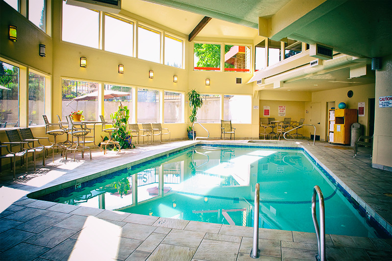 stratford-inn-ashland-indoor-pool