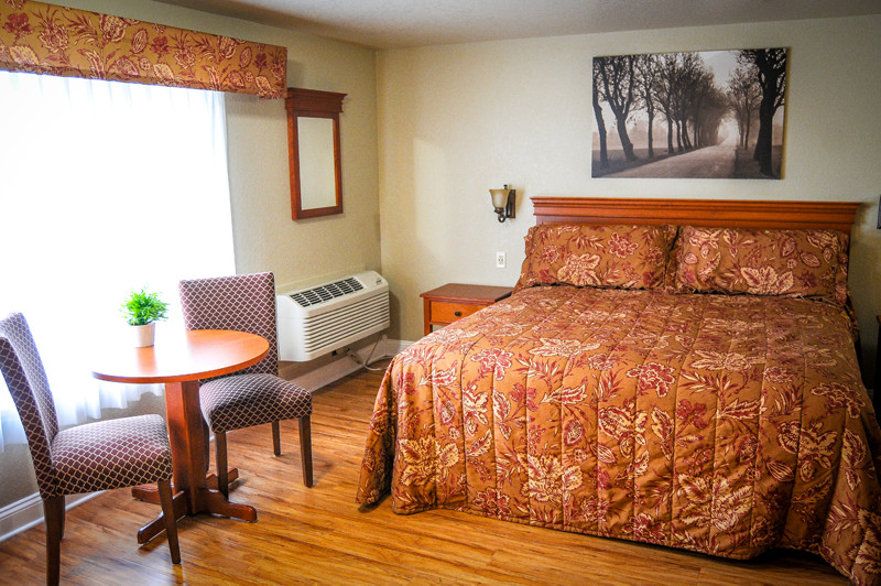 King sized bed and a kitchenette